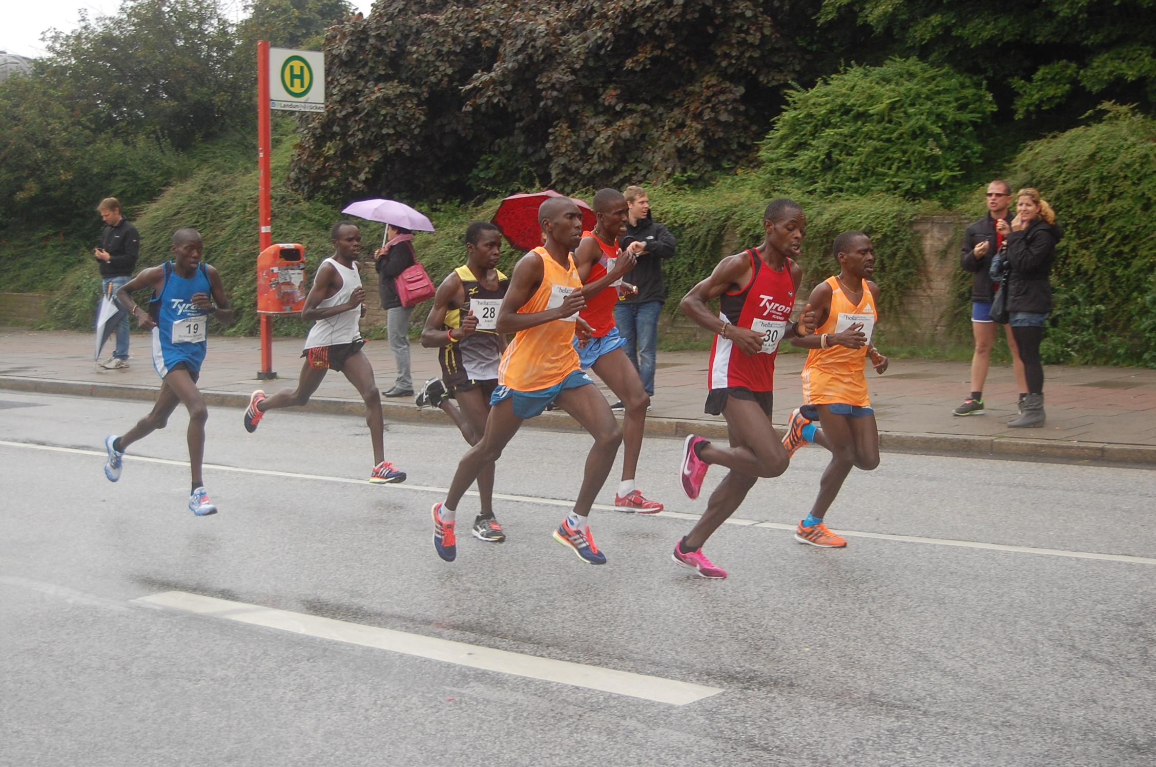 20. hella Halbmarathon: Landungsbrücken - vom Topläufer bis zum 1:30 Tempomacher